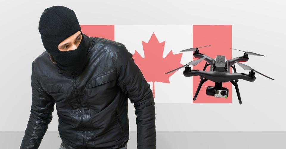 wpxp_man_vindt_crossmotor_met_drone_canada